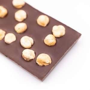 tableta de chocolate con avellanas