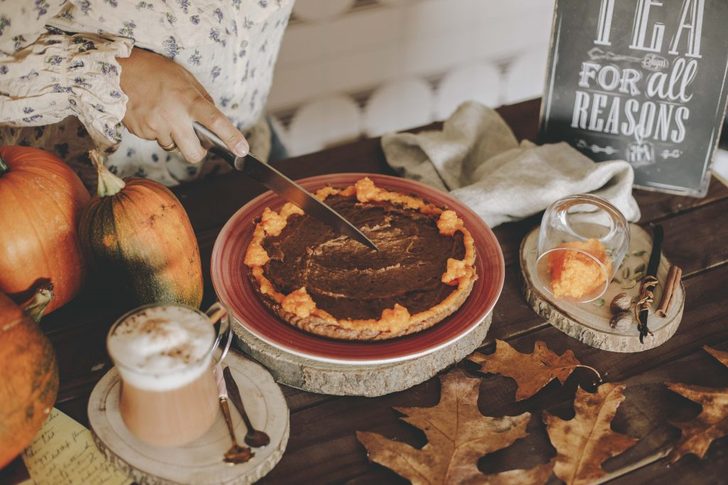 pastel de calabaza con té